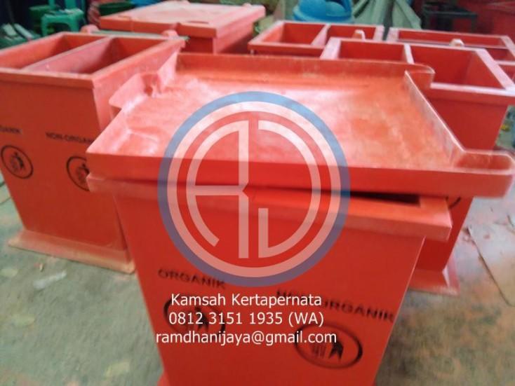 tong-sampah-fiberglass-bandung-380